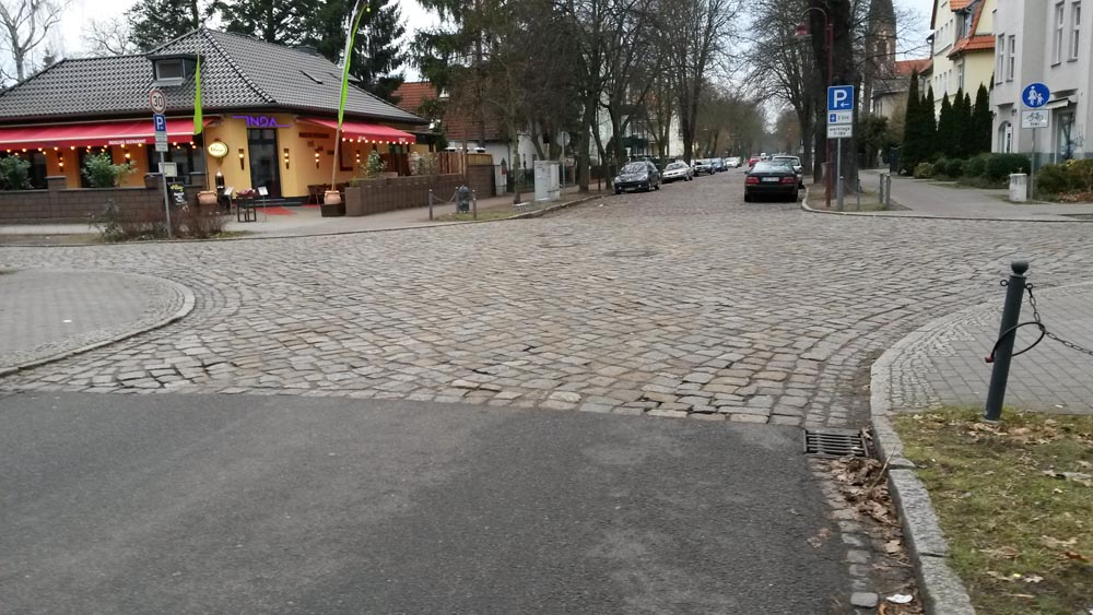 Eichwalde: Paved Grünauer Str ends in cobblestoned Bahnhofstraße (though pavements were ok here at least).