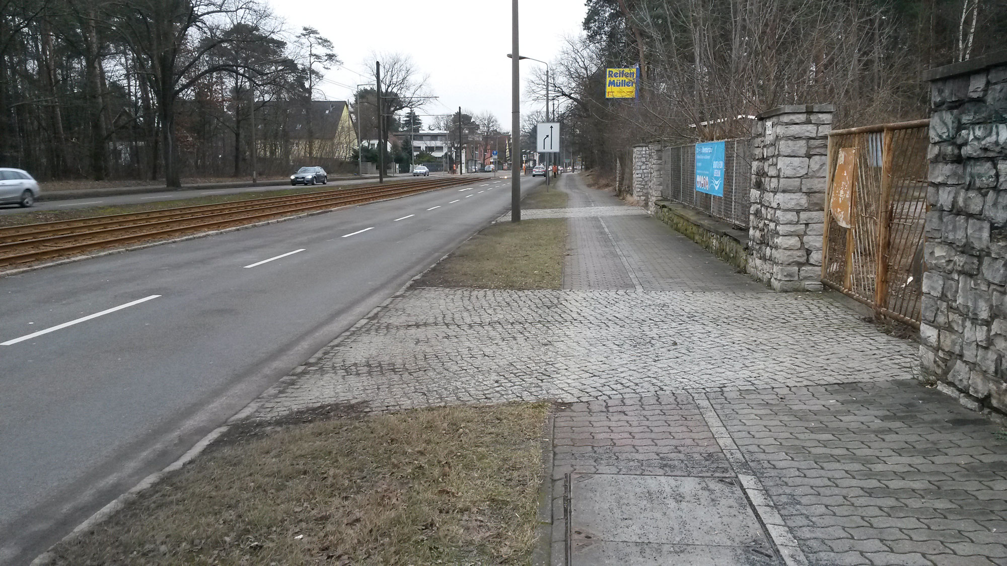 11 February 2015: Street vs bike path on Adlergestell east of Grünau, just before Schmöckwitz.
