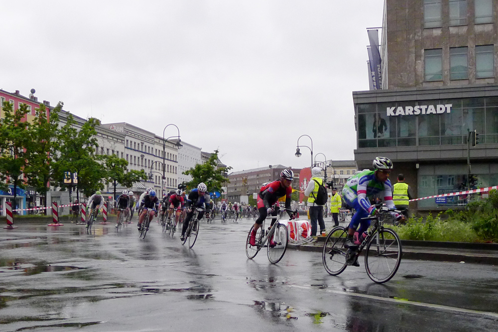 Berlin Velothon 2014, leaders of the 60 km race at Hermannplatz