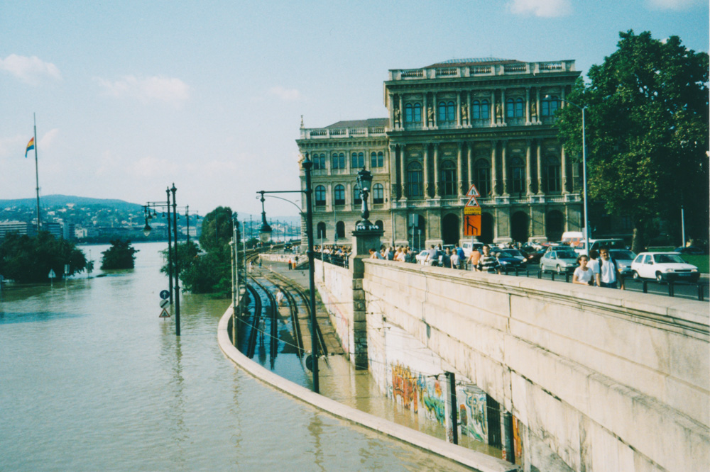 Some day later, the tram tunnel was flooded too.